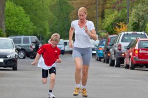 Wie sie mit Kindern richtig laufen